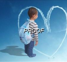 Niño en el corazon de nubes