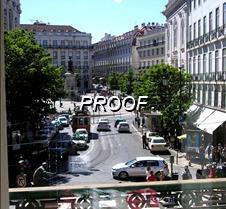 Balcon con vista a la avenida en Lisboa