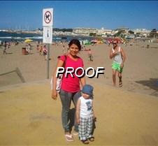 Madre e hijo en la playa