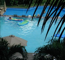 Marriott_pool_jean1