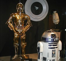 016 C3P0 and R2D2