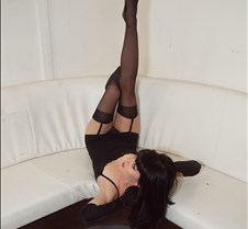 Rachel O'Donnell as Bettie Page