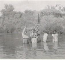 Lee baptizing