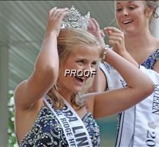 queen crowning 2