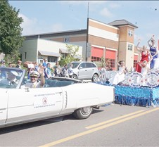 Waterama royalty at parade