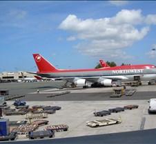 NW 747 at HNL Gate 12