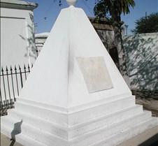 066_pyramid_tomb