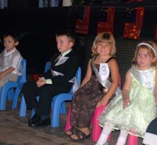 Some kids sittng