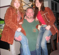 1043 green shirt guy and the sisters