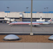 AA MD-80 Taxing to Gate