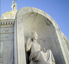 071_statue_in_tomb