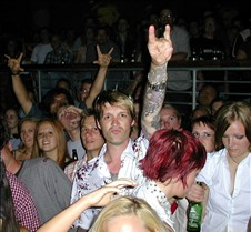 068_what_a_crowd