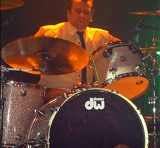 014 looking like the No Doubt drummer