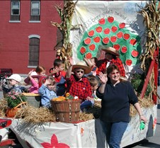 Harvest float014