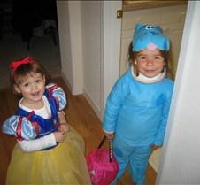halloween2004  jilli & ciara2